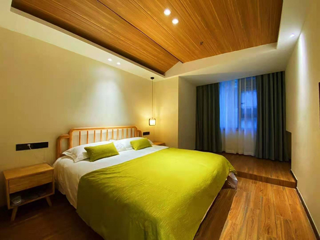 山上酒店:女神宾馆,460元/三人间/非周末,优惠超值,东部索道上站,位置绝佳。