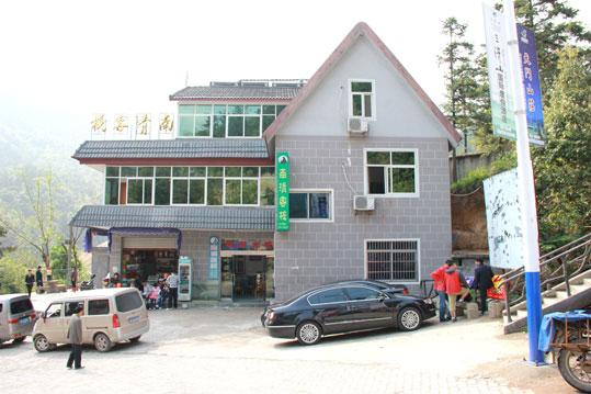 南清客栈,仅售160元/标间,南部索道旁,农家客栈,温馨舒适。