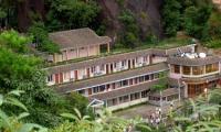 山上酒店:日上山庄880元/标间/十一/南部索道上站,位置绝佳,超值。