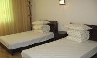 山下酒店:三清人家度假酒店,仅售120元/标间/非周末,超实惠,距离南部索道仅5分钟车程。