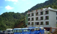 山下酒店:仙人潭山庄,仅售140元/标间/周末,超实惠,距离南部索道仅15分钟车程。