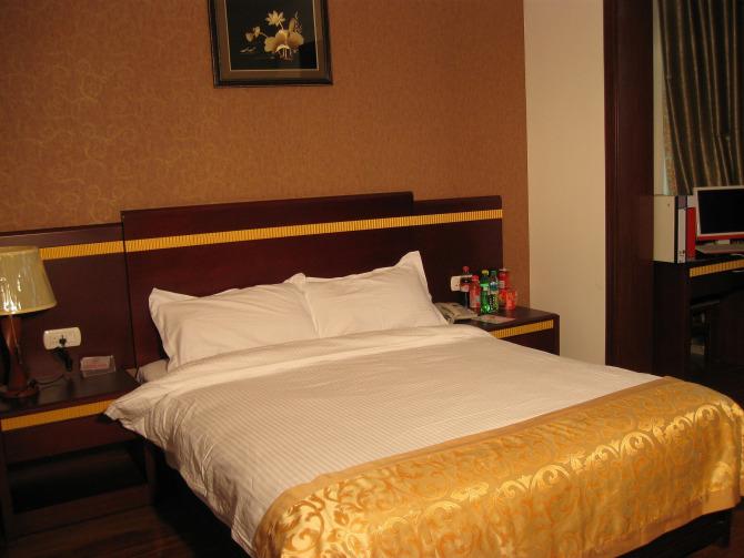 龙虎山荣盛宾馆:150元/标间/非周末,景区门口,超实惠。