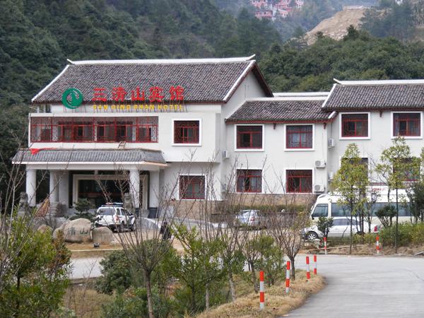 南部山下酒店:三清山宾馆,220元/标间/非周末,挂三准四,超实惠,距索道3分钟车程。