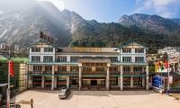 三清山假日酒店,260元/标间或单间/周末/南部山下酒店,不含发票,准四酒店,客房设施相当不错,超实惠。