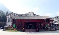 东部山下酒店:金沙湾假日酒店,480元/标间/周末/含早餐不含票,五星级装修,超实惠。