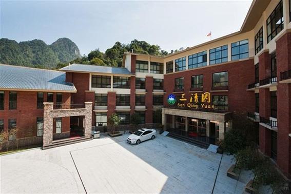三清山三清园大酒店,300元/标间/周末/不含发票,准四酒店,客房设施相当不错,超实惠。