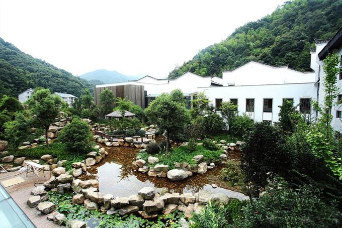 三清山画家村度假酒店,400元/标间/非周末/不含发票,五星级标准酒店,客房设施相当精致,环境优美。