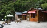 山上酒店:一线天帐篷,120元/双人或单人帐/不分周末/不含发票,24小时热水,位置绝佳,离玉台看日出仅15分钟
