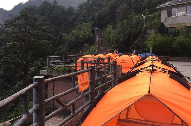 三清山日上山庄帐篷/山上最佳位置,240元/双人帐/不分周末/不含发票,供热水洗澡
